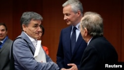 (L-R) Greek Finance Minister Euclid Tsakalotos, French Economy Minister Bruno Le Maire and Italy's Finance Minister Pier Carlo Padoan attend a eurozone finance ministers meeting in Brussels, May 22, 2017.