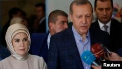 Президент Турции Реджеп Тайип Эрдоган со своей супругой Эмин Эрдоган. Стамбул, Турция. 1 ноября 2015 г.