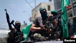 اعضای مسلح فلسطینی شاخه نظامی گروه حماس در غزه – ۳۰ تیر ۱۳۹۳