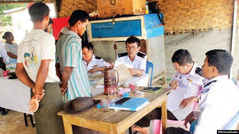 နို္င္ငံသားစိစစ္မႈလုပ္ငန္းစဥ္မ်ားေဆာင္ရြက္ေနစဥ္။ သတင္းဓာတ္ပံု-MOI Webportal Myanma