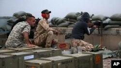 12일 이라크 정부군이 티크리트 인근에서 수니파 무장반군 ISIL에 대항해 공격 작전을 펼치고 있다.