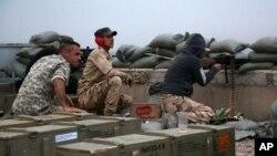 Iračke bezbednosne snage na položaju u jednom od predgrađa Tikrita