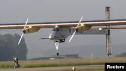 Pesawat bertenaga surya, Solar Impulse lepas landas dari bandara Payerne (24/5).