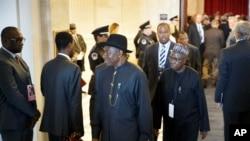 Shugaban Najeriya Goodluck Jonathan yayin bude taro