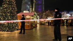 در این حمله ۱۲ نفر کشته و بیش از ۵۰ نفر زخمی شد
