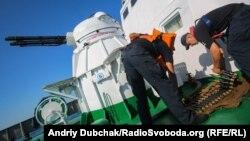 Заряджання корабельного зенітно-артилерійського комплексу АК-230