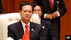 Thủ tướng Việt Nam Nguyễn Tấn Dũng tại Hội nghị Thượng Đỉnh ASEAN lần thứ 22 tại Darussalam, Brunei.