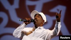 """FILE - Rap musician Kurtis Blow performs during a rehearsal for """"The Hip Hop Nutcracker"""" at the United Palace Theater in New York City, November 18, 2015. Hip hop is getting its very own museum in its REUTERS/Mike Segar)"""