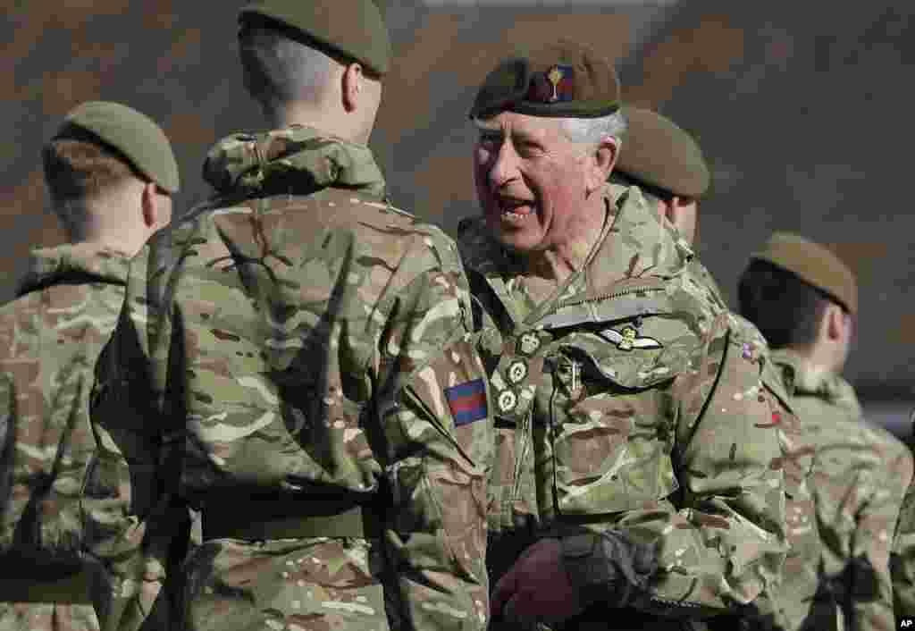 پرنس چارلز با گروهی از نظامیان بریتانیایی که به تازگی از افغانستان بازگشته اند، دیدار کرد.