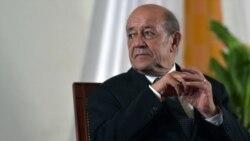 """La France est intervenue pour éviter """"un coup d'Etat"""" selon Le Drian"""
