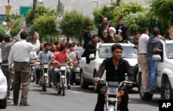 FILE - Reformist Iranian presidential candidate, Mahdi Karroubi, with white turban at right, arrives in Doroud during his campaign tour to his home region in the Lorestan province about 190 miles (315 kilometers) southwest of Tehran, Iran, May 27 2009.