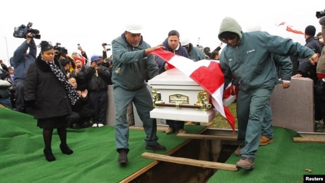 Los restos del ex boxeador descan en el cementerio St. Raymond en el Bronx.2012.