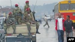Quân đội Ethiopia tuần tra trên đường phố ở Addis Ababa (ảnh tư liệu ngày 10 tháng 6, 2005)
