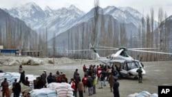 متاثرین کے لیے امدادی اشیا وادی میں پہنچائی جارہی ہیں