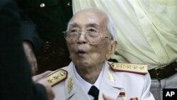 ນາຍພົນ Vo Nguyen Giap ທີ່ມີຊື່ສຽງຂອງຫວຽດນາມ (24 ສິງຫາ 2011)