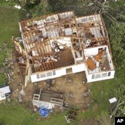Une maison de Vilonia, Arkansas, arrachée de sa fondation