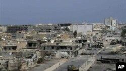 가다피 군 폭격 후 미스라타 항구 지역