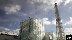 從巴士上看到日本福島核電站第5和第6號反應堆於2月20日的情景。
