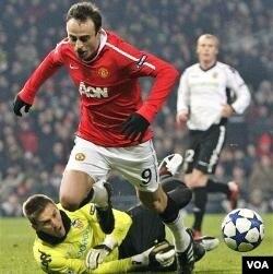 Pemain Manchester United Dimitar Berbatov (foto: dok), yang baru tampil lagi setelah istirahat 3 bulan, mencetak tiga gol dalam pertandingan MU melawan Wigan.