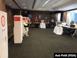 New York Başkonsolosluğu'nda oy kullanan Türkler