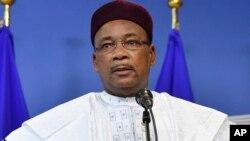 Le président du Niger Mahamadou Issoufou s'exprime lors d'une conférence à Bruxelles, le 23 février 2018.