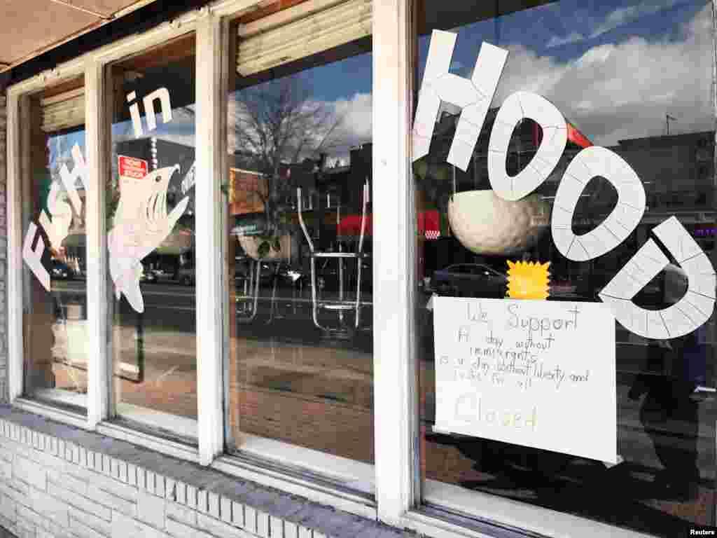 تارکین وطن کے بغیر ایک دِن کے موقعے پر، واشنگٹن ڈی سی کے جورجیا اوینیو پر بند پڑا ہوا ایک ریستوران
