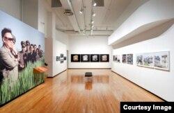 미국 중서부 도시 시카고의 현대사진박물관에서 '북한에 대한 관점들(North Korean Perspectives)' 전시회가 23일 개막했다.