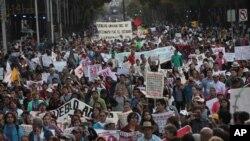 Ribuan Protes Hilangnya 43 Mahasiswa Meksiko