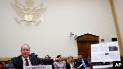Заместитель министра финансов США Маршалл Биллингсли на слушаниях в Конгрессе, посвященных нарушениям санкционного режима в отношени КНДР Россией и Китаем.