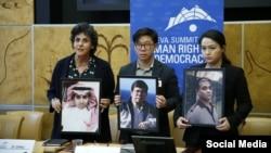 Anh Dennis Châu, con trai ông Châu Văn Khảm, ôm tấm ảnh của cha tại Thượng đỉnh Nhân quyền ở Geneve ngày 18/2/2020. Photo Facebook Geneve năm 2020, bên cạnh là ảnh tù chính trị Saudi Raif Badawi, và Ilham Tothi, tù chính trị Uighur.