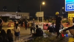 香港示威者6月17日凌晨在龍和道堵路情況