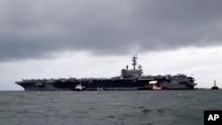 រូបឯកសារ៖ នាវាដឹកយន្តហោះចម្បាំង USS Ronald Reagan ឈប់ចតនៅផែ Manila Bay ប្រទេសហ្វីលីពីន កាលពីថ្ងៃទី៧ ខែសីហា ឆ្នាំ២០១៩។