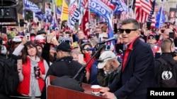Bivši američki savetnik za nacionalnu bezbednost Majkl na mitingu protiv rezultata izbora ispred zgrade Vrhovnog suda u Vašingtonu 12. decembra 2020.