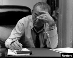 El presidente Lyndon B. Johnson fue el promotor de la de Derecho al Voto promulgada en 1965. Foto de archivo cortesía de la Biblioteca Lyndon Baines Johnson divulgada por Reuters.