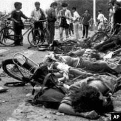 六四学生遭军队坦克轧死现场
