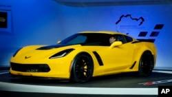 "GM recibió el premio a ""carro del año"" por su evolucionado Chevrolet Corvette Stingray. Aqu[i se muestra el Corvette 2015 Z06."