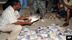 Authorities seize an illegal supply of heroin in Kenya (photo from March 2011)
