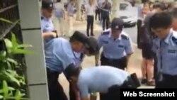 """上海两学童被砍致死案 警方定性""""社会报复"""""""
