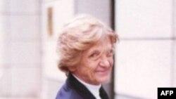 Pam Baker bên ngoài tòa án