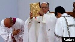 El Papa Francisco busca acelerar el proceso de beatificación de Óscar Romero.