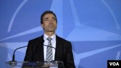 Sekretaris Jenderal NATO, Anders Fogh Rasmussen, menyatakan operasi militer NATO bukan untuk mempersenjatai pemberontak Libya.