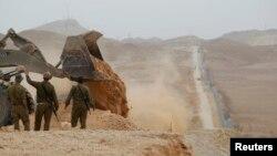 지난해 2월 이스라엘 군인들이 에일라트에서 이집트와의 국경을 순찰하고 있다. (자료사진)
