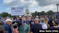 """Učesnici protesta """"Pravda za J6"""" u znak podrške osumnjičenima koji su uhapšeni posle upada u Kongres 6. januara 2021."""