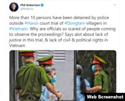 Ông Phil Robertson viết trên Twitter rằng có đến 10 người bị tạm giữ bên ngoài phiên tòa xét xử vụ Đồng Tâm ở Hà Nội hôm 7/9/2020. Photo Twitter Phil Robertson.
