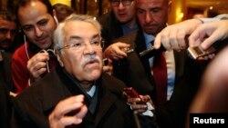 El ministro saudita del petróleo, Ali al-Naimi, anunció que su país no recortará la producción del crudo buscando mejores precios.