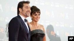 پنه لوپه کروز و خاویر باردم دو بازیگر سرشناس اسپانیایی زبان هستند که در هالیوود موفق شده اند.