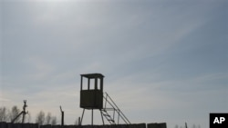 俄罗斯苏尔古特市东北方向110千米处坐落着一座了望塔。