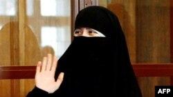 Filiz Gelowicz, vợ của một thủ lãnh khủng bố, bị buộc tội ủng hộ một tổ chức khủng bố nước ngoài