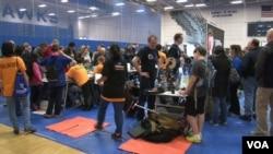 在美國北卡羅來納州舉行的創新展覽會人頭湧湧。(視頻截圖)