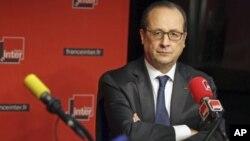 Presiden Prancis Francois Hollande menyerukan agar sanksi atas Rusia dicabut jika ada kemajuan di Ukraina.